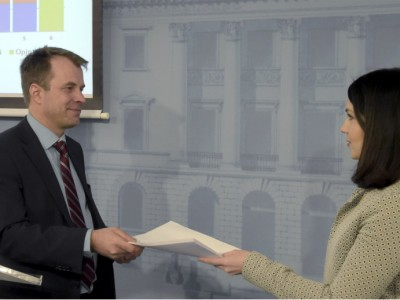 Sanni Grahn-Laasonen (NCP), the Minister of Education and Culture, was presented a report on the reform of student financial aid on 1 March, 2016.