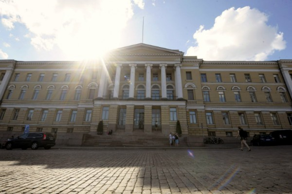The University of Helsinki is to reduce its headcount by more than one thousand by the end of 2017 in an attempt to adapt to a decline in state funding.