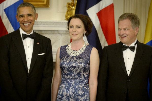President Sauli Niinistö (right) and his spouse Jenni Haukio posed for a photograph with US President Barack Obama before a state dinner at the White House on 13 May, 2016.
