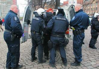 Police apprehended six protesters at the Rautatientori Square before the traditional May Day march.