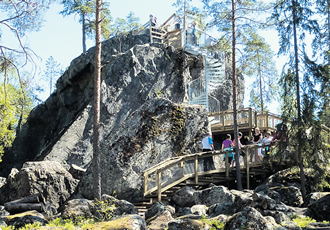 squirPedersöre has diverse nature to offer visitors, including the boulder Lostenen