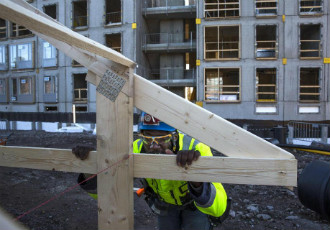 Haubeto Douhevyx is pictured building a roof at Skanska's construction site in Kaarela, Helsinki.