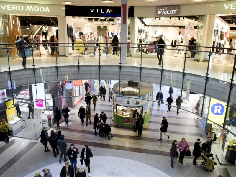 Minorities are targeted by security authorities based on their racial, ethnic, national or religious characteristics especially in public spaces such as shopping centres, according to a survey by the Swedish School of Social Science (SSKH).