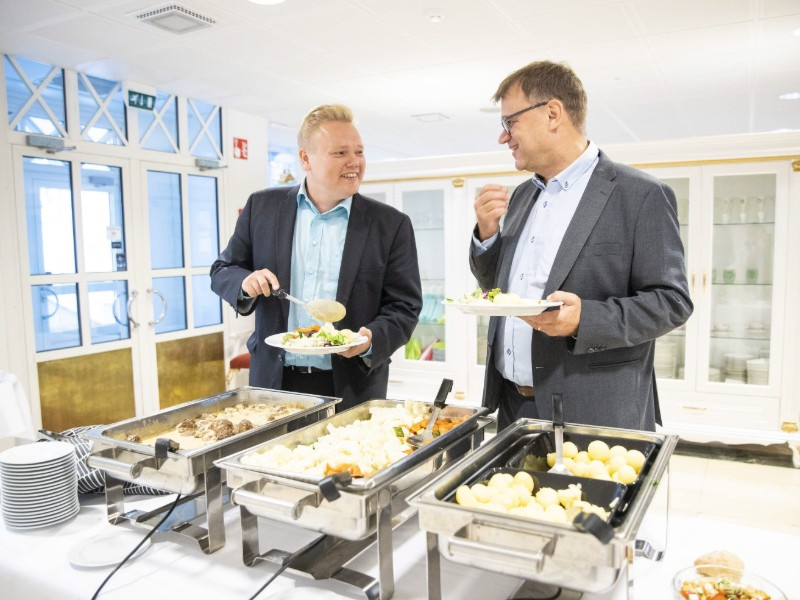Antti Kurvinen (left) and Juha Sipilä (right) of the Centre Party attended a meeting of the party's ministerial group and working committees in Iisalmi on Monday, 19 August 2019. (Akseli Muraja – Lehtikuva)