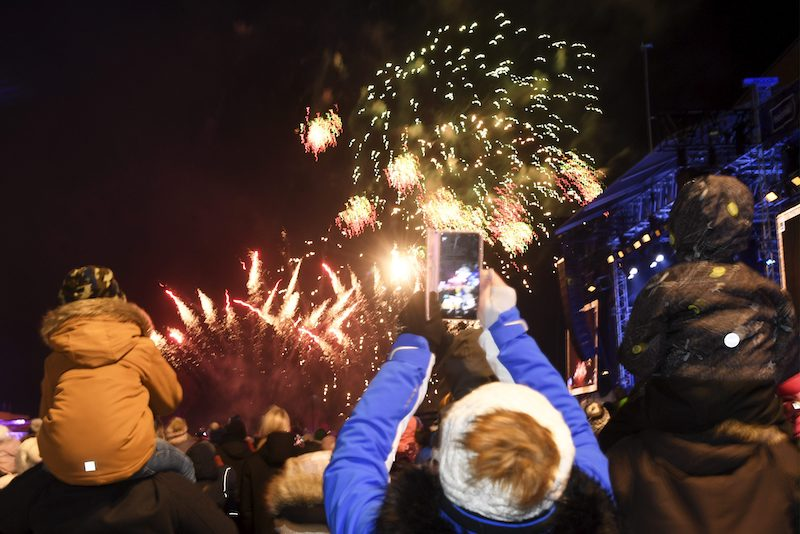 Onlookers enjoy the early fireworks display in downtown Helsinki (Image: Lehtikuva)