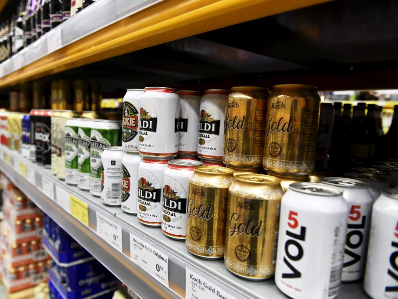 Alcoholic beverages in a Superalko in Tallinn, Estonia, on 26 June 2019. The alcohol tax cut adopted recently in the country could have an impact on revenues created by the proposed alcohol tax raise in Finland. (Vesa Moilanen – Lehtikuva)