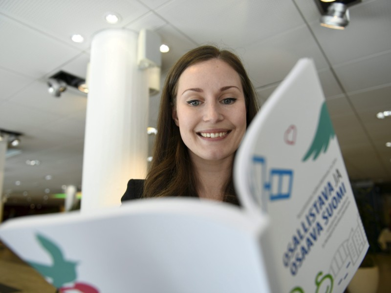 Minister of Transport Sanna Marin (SDP) was photographed holding the newly completed government programme in Espoo on 3 June 2019. (Martti Kainulainen – Lehtikuva)