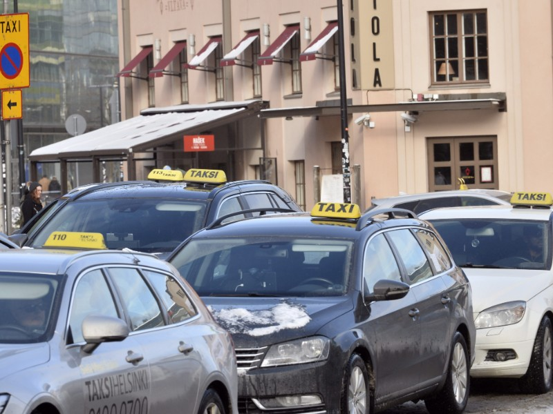 Taxi operators may have been expecting fiercer fare competition in the wake of the de-regulation of taxi services carried out in mid-2018. (Mesut Turan – Lehtikuva)
