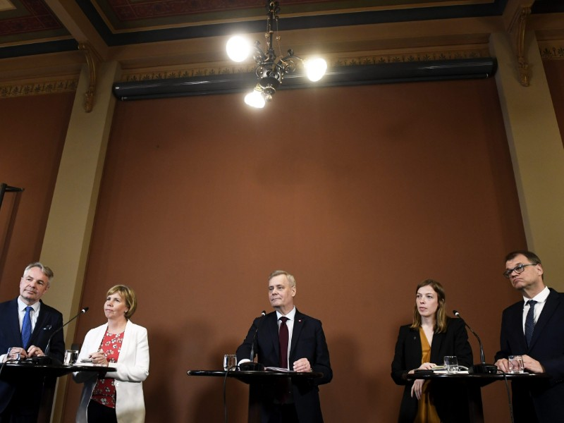 The chairpersons of the five parties that will look to thrash out a coalition deal in the coming couple of weeks held a press conference after the first day of talks in the Government Palace in Helsinki on Wednesday, 8 May. (Vesa Moilanen – Lehtikuva)