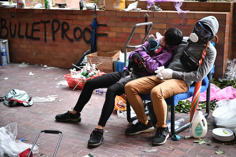 Students of HKPU rest between clashes with police in Hong Kong on Monday (Image: Lehtikuva)