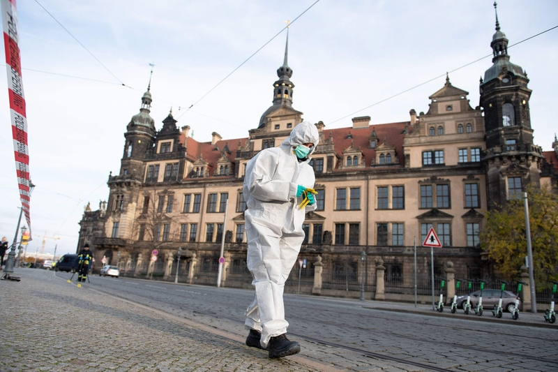 A forensic experts examines the scene at the Dresden Royal Palace, where a billion-euro robbery took place last night (Image: Lehtikuva)