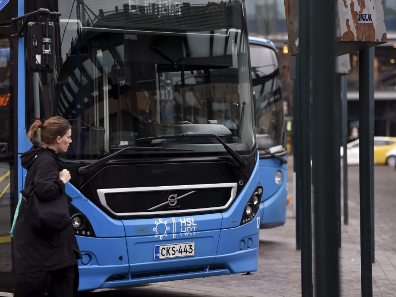 The Trade Union for the Public and Welfare Sectors (JHL) has announced further sympathy strikes that are to have an impact on, for example, public transport services in Greater Helsinki on 25–26 November. (Antti Aimo-Koivisto – Lehtikuva)