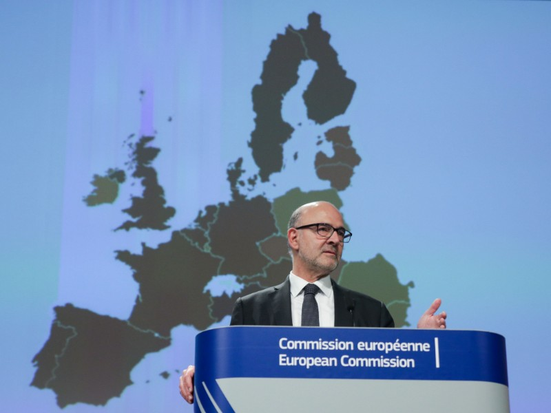 Pierre Moscovici, the European Commissioner for Economic and Financial Affairs, Taxation and Customs, gestures while presenting the commission's latest economic forecasts in a press conference in Brussels on 7 November, 2019. (Aris Oikonomou – AFP/Lehtikuva)