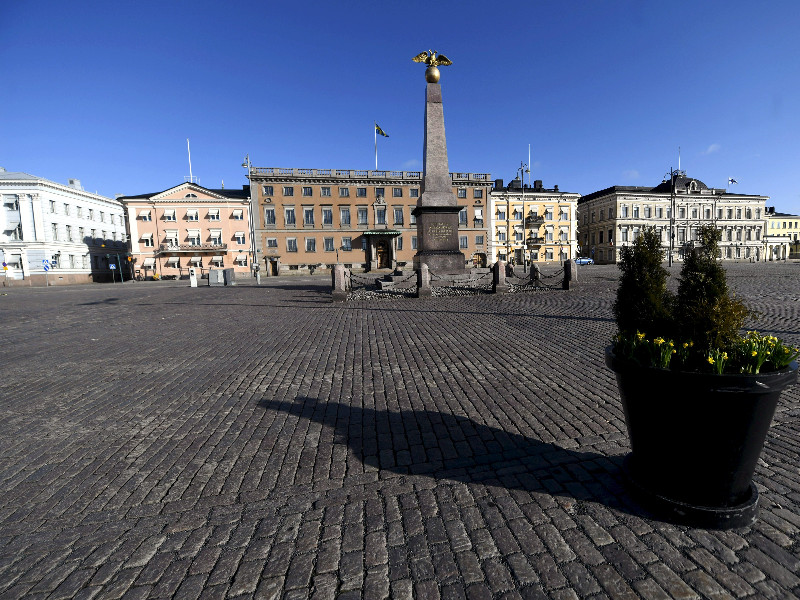 The coronavirus outbreak has silenced the usually lively Helsinki Market Square. (Vesa Moilanen – Lehtikuva)