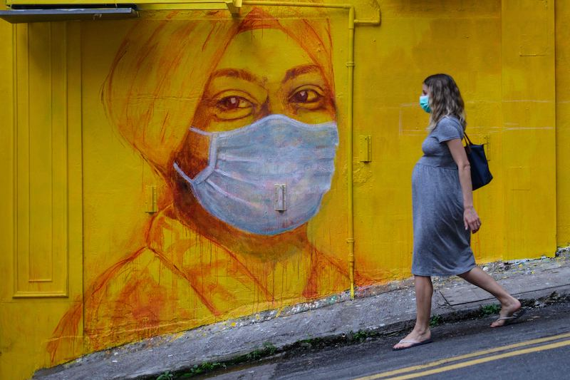 A pregnant woman dons a face mask for a walk in Hong Kong (Image: Lehtikuva)