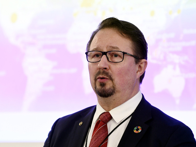 Mika Salminen, the director of health security at the Finnish Institute for Health and Welfare (THL), reminded Swedish media that it remains premature to draw conclusions about the effectiveness of different strategies to combat the new coronavirus. (Vesa Moilanen – Lehtikuva)