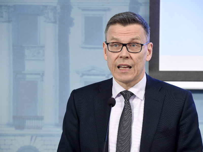 Mikko Spolander of the Ministry of Finance spoke at the release event of the ministry's latest, bleak economic forecast in Helsinki on Thursday, 16 April 2020. (Heikki Saukkomaa – Lehtikuva)