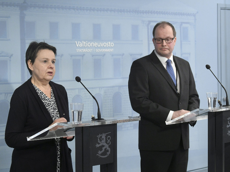 Kirsi Varhila (left), the permanent state secretary at the Ministry of Social Affairs and Health, and Tomi Lounema, the chief executive of the National Emergency Supply Agency, talked to members of the media in Helsinki on Wednesday, 8 April 2020. (Markku Ulander – Lehtikuva)