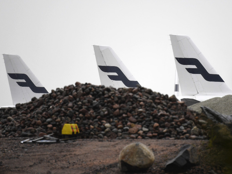 Finnair aircraft parked on the outskirts of Helsinki Airport on 13 May 2020. (Vesa Moilanen – Lehtikuva)