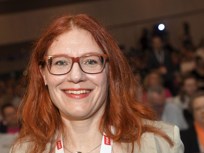Annika Rönni-Sällinen, the chairperson of Service Union United (PAM), is pleased that employees in the real estate services sector will see their wages go up by two per cent as of April 2020. (Markku Ulander – Lehtikuva)