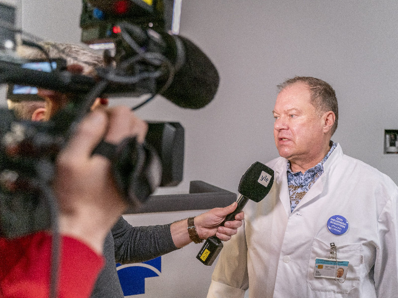 Markku Broas, a chief physician specialising in infectious diseases at Lapland Central Hospital, on Thursday provided an update of the condition of the first coronavirus patient in Finland. (Kaisa Siren – Lehtikuva)
