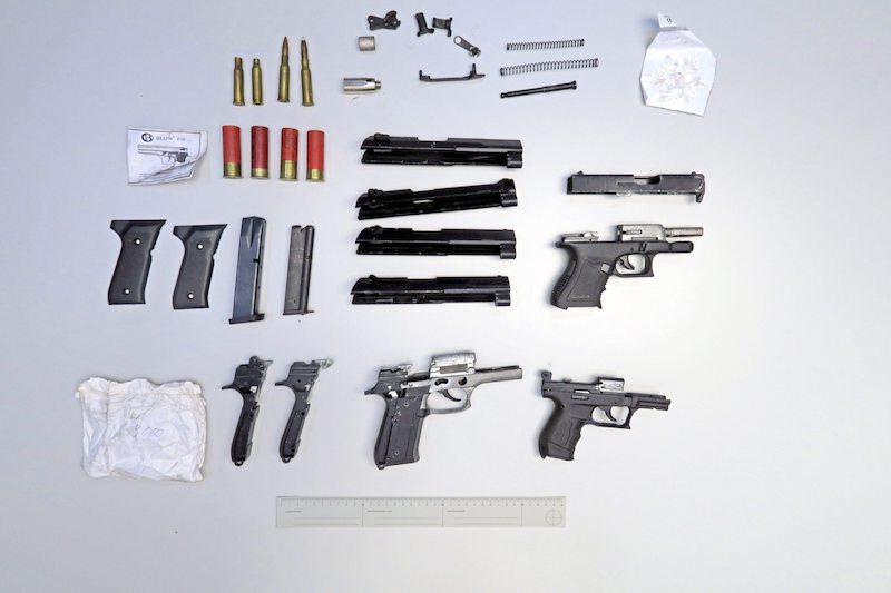 A selection of illegal handguns seized in Tuusula and Nurmijärvi in autumn 2019 (Image: Eastern Uusimaa Police Department / Lehtikuva)