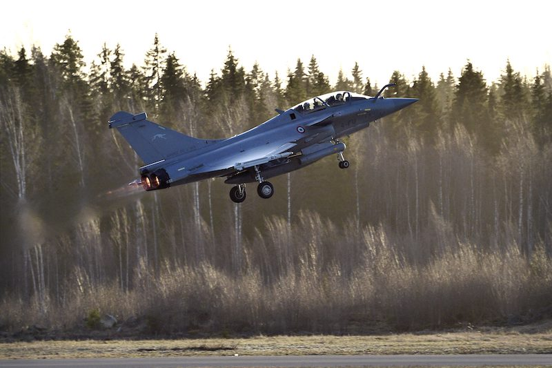 A French Dassault Rafale fighter jet takes off from Pirkkala earlier today (Image: Lehtikuva)