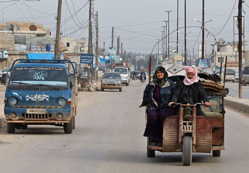 Displaced Syrians flee bombardment in Aleppo Province earlier today (Image: Lehtikuva)