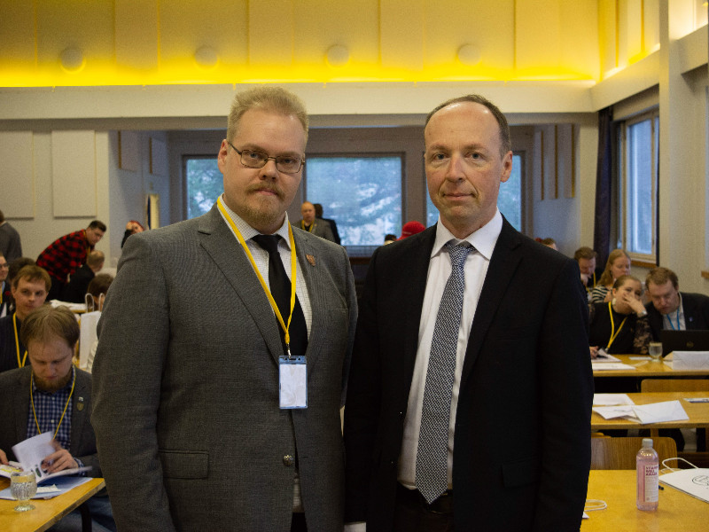 Toni Jalonen, a deputy chairperson of the Finns Party Youth, posed for a photograph with Jussi Halla-aho, the chairperson of the Finns Party, in Riihimäki on 9 November 2019. (Handout / Matias Rantala – Finns Party Youth)