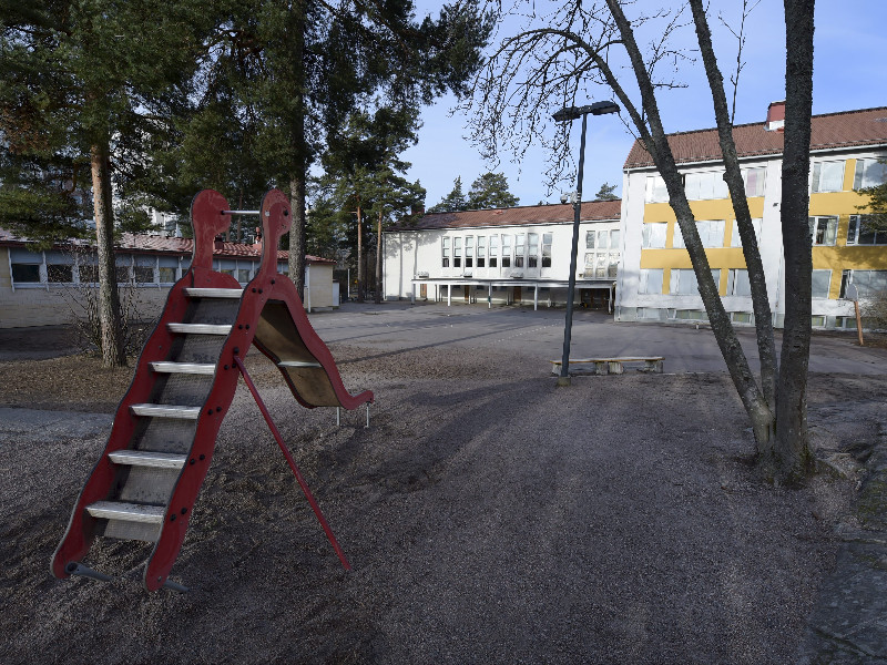 The empty school yard of Pitäjänmäki Comprehensive School in Helsinki on Tuesday, 17 March 2020. The Finnish government has ordered all public schools to suspend in-person instruction to limit the spread of the new coronavirus. (Antti Aimo-Koivisto – Lehtikuva)