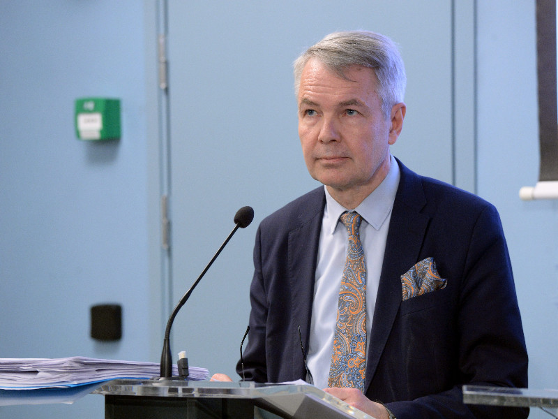 Minister for Foreign Affairs Pekka Haavisto (Greens) reacted in a press conference as the government detailed its effort to contain the spread of the new coronavirus in Helsinki on Tuesday, 17 March 2020. (Mikko Stig – Lehtikuva)