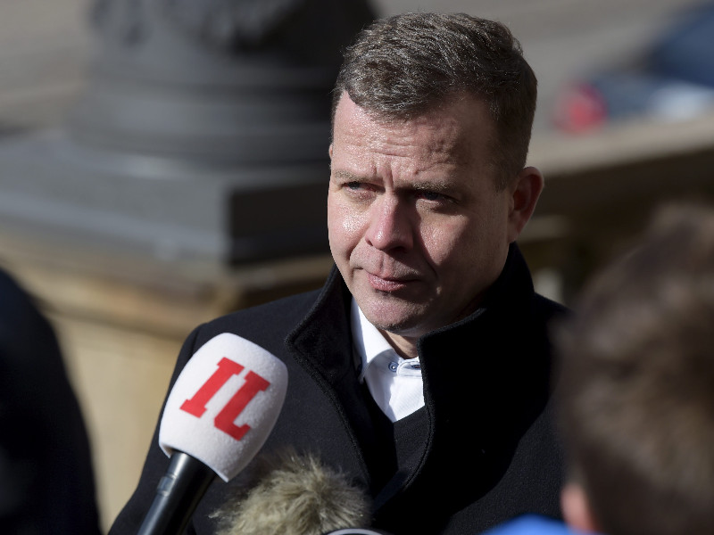 Petteri Orpo, the chairperson of the National Coalition, talked to reporters outside the House of the Estates in Helsinki on 24 March 2020. (Antti Aimo-Koivisto – Lehtikuva)