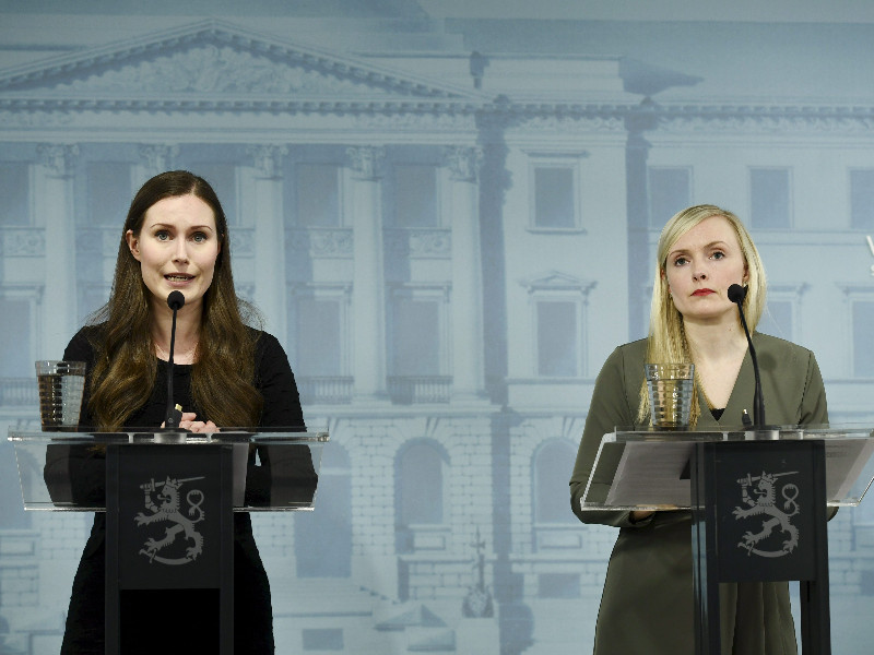 Prime Minister Sanna Marin (left) and Minister of the Interior Maria Ohisalo on Monday announced the government will begin relaxing the measures adopted to fight the new coronavirus on 1 June 2020. (Emmi Korhonen – Lehtikuva)