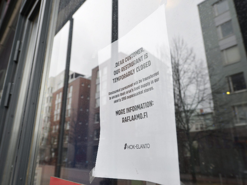 A temporarily closed restaurant in Ruoholahti, Helsinki, on 4 May 2020. The Finnish government is expected to relax its restrictions on the restaurant industry on 1 June. (Olivia Ranta – Lehtikuva)