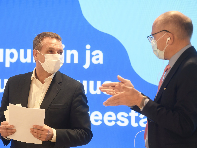 Mayor of Helsinki Jan Vapaavuori and CEO of HUS Juha Tuominen talked at a press conference about the coronavirus situation in the capital region in Helsinki City Hall on Tuesday, 24 November 2020. (Vesa Moilanen – Lehtikuva)