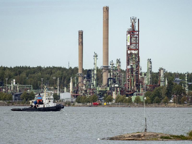 Neste's Naantali refinery is set to shift its focus to port and terminal operations, according to the Finnish oil refining company. (Roni Lehti – Lehtikuva)