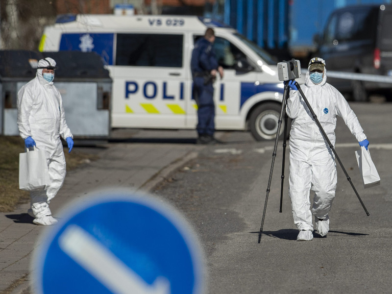 Forensic scientists examined the scene of a double murder in Perno, a western district of Turku, on Saturday, 3 April 2021. (Roni Lehti – Lehtikuva)