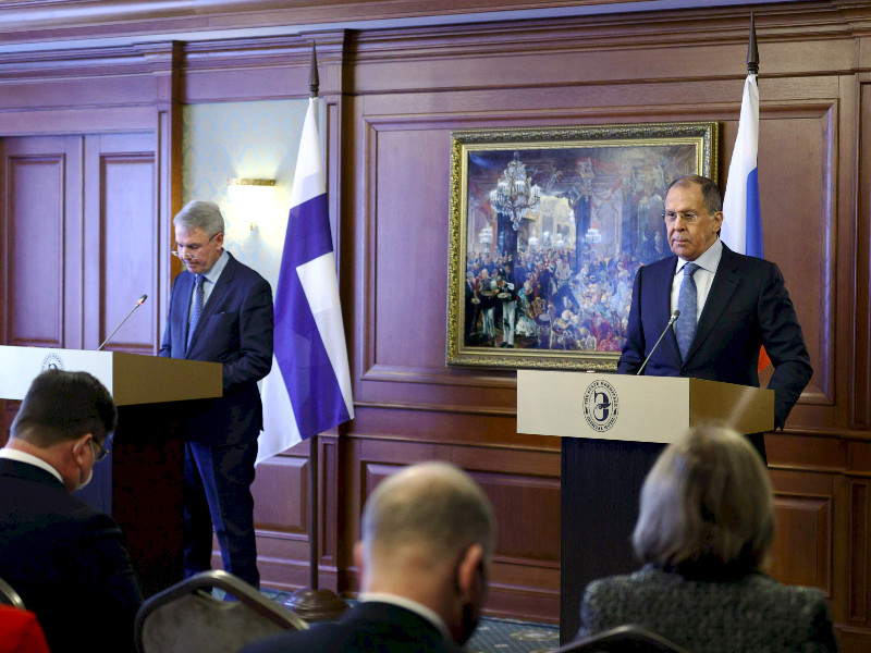 Finnish and Russian foreign ministers, Pekka Haavisto (left) and Sergey Lavrov (right), held a joint press conference following their talks in St. Petersburg, Russia, on Monday, 15 February 2021. (Handout / Russian Ministry of Foreign Affairs – AFP/Lehtikuva)