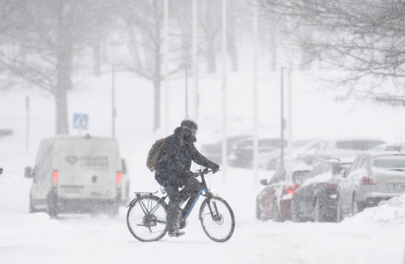 A cyclist braves the weather in Toikoinranta