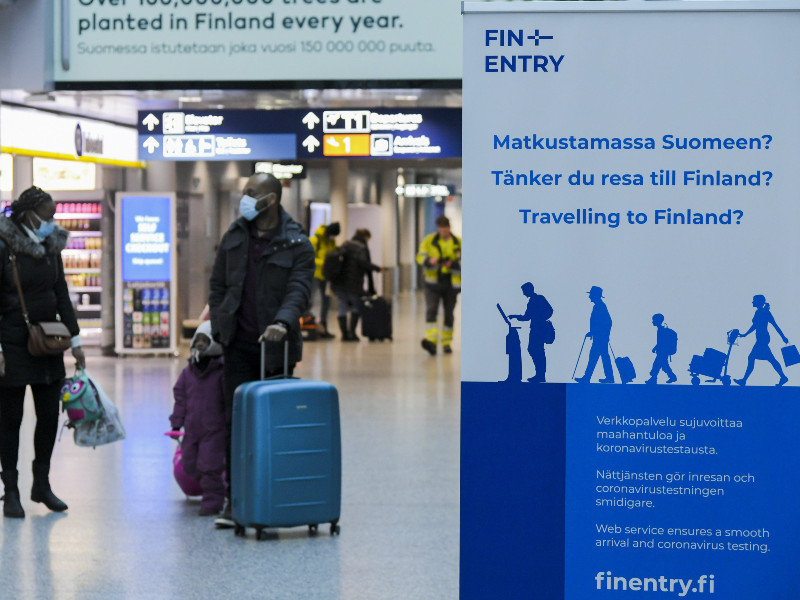 Adopted at ports and airports in Helsinki on 7 January, the FINENTRY service provides people planning to travel to Finland with up-to-date instructions and circumstance-based referrals to coronavirus tests. (Markku Ulander – Lehtikuva)