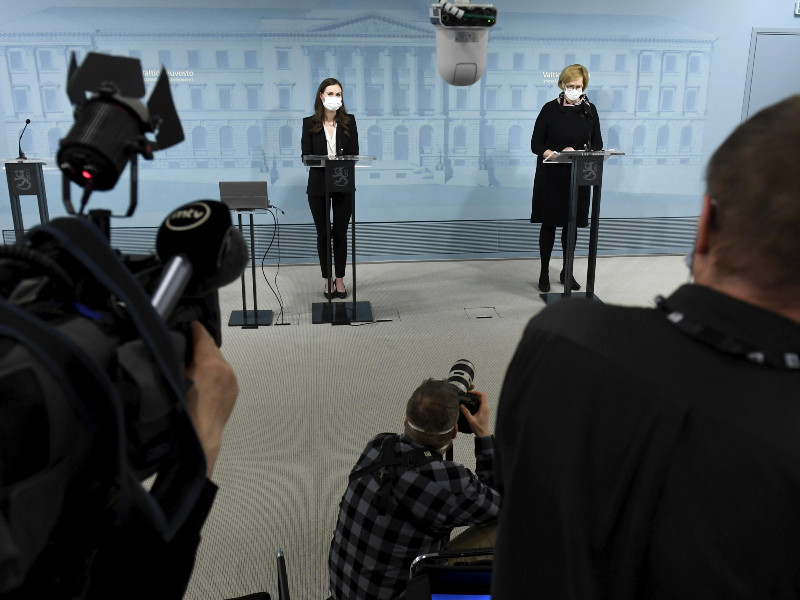 Prime Minister Sanna Marin (SDP) and Minister of Employment Tuula Haatainen talked to the media about the state of emergency and temporary shutdowns of restaurants at the Government Palace in Helsinki on Monday, 1 March 2021. (Vesa Moilanen – Lehtikuva)
