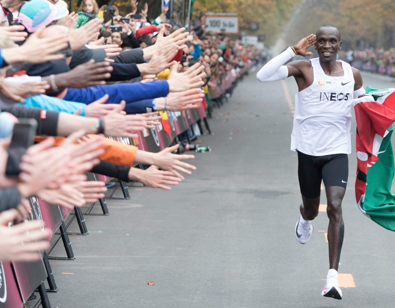 Eliud Kipchoge crossing the finish line Vienna today (Image: Lehtikuva)