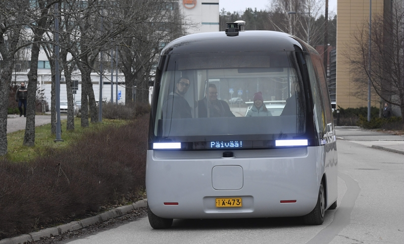 Muji's self-driving Gachabus on the streets of Espoo earlier today (Image: Lehtikuva)