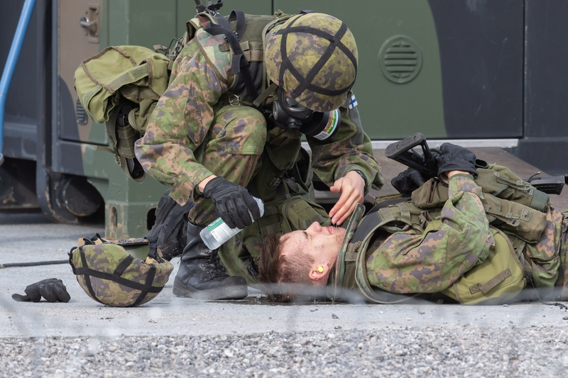 Finnish soliders simulate a mustard gas attack on Friday (Image: Lehtikuva)